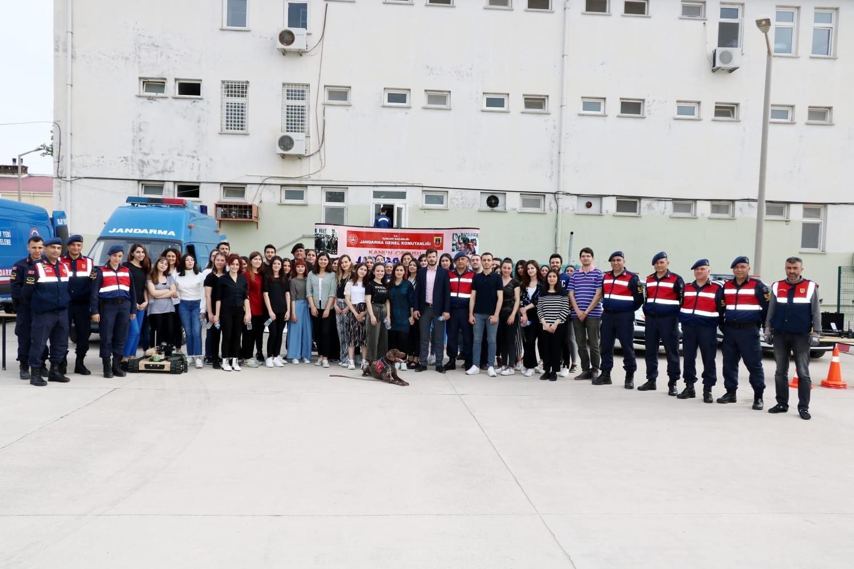4. Sınıf Öğrencilerimiz Avukatlık Hukuku Dersi kapsamında, Adana Kürkçüler Cezaevi ve Adana İl Jandarma Komutanlığına giderek uygulamalar hakkında bilgiler aldılar.