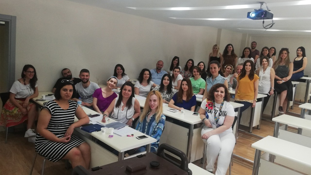 """Yabancı Diller Yüksek Okulu'nda """"Öğretmen Gözlemi Raporları"""" değerlendirildi"""